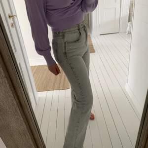 Slutsålda grå jeans från zara, straight leg full lengt, stl 36, jag är ca 165 och passar mig i längden! Buda!!💞💞