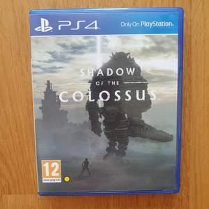 Shadow of the colossus spel till ps4! Skickar gärna fler bilder och köparen står för frakten som tillkommer på 45 kr 🎮