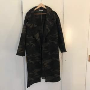 Knappt använd kappa från NAKD, jättefin till kall vår eller höst/vinter