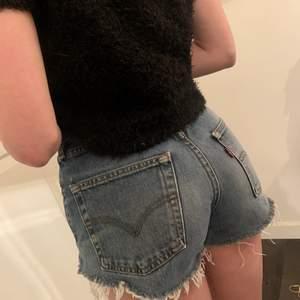Jätte fina och fräscha shorts från Levis, använda fåtal gånger så är i topp skick! Pris 200😍😍