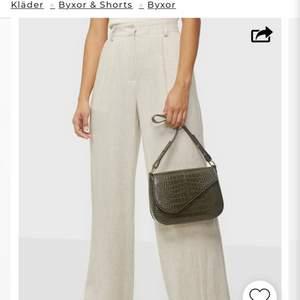 söker dessa linne byxor från Nelly , storlek 32 , ev 34 . !!!!