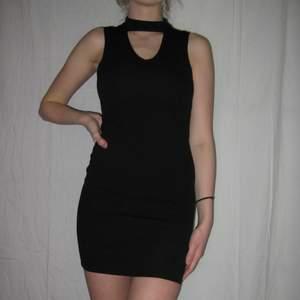 En riktig festklänning!! Passar st xs! Köparen står själv för frakt eller så möts vi upp i Sthlm🌹