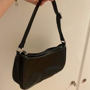 Fin väska från monki, aldrig använd. Köpare står för frakt🌸