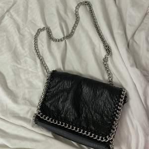 Svart väska i fint skick💕 bud är bindande !!