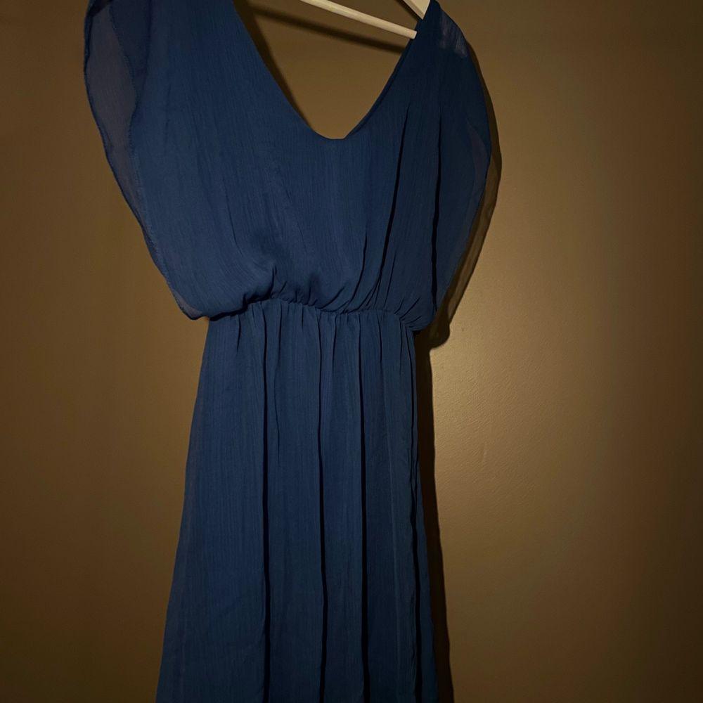 Kornblå superfin och bekväm klänning köpt på en marknad i Frankrike💙 . Klänningar.