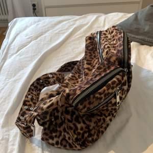 Leopard väska från noella
