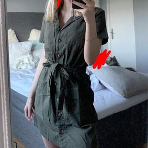 Klänning ifrån H&M, endast testad! Köpt i somras men aldrig använd då de inte är min stil riktigt 🥺💗