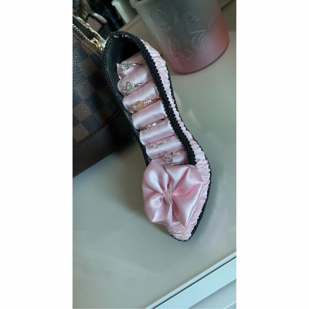 En rosa jätte gullig klack sko . Övrigt.