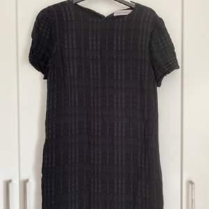Fin vanlig svart kjole