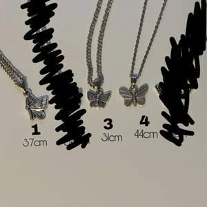 Har 5 halsband med olika fjärilar. hör av dig om du har några frågor eller om du vill se en bild på hur dom sitter på! :) 20kr/st + 12kr frakt. om de finns kvar på bilden är dom fortfarande till salu!!