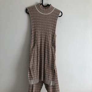 Mys set från H&M som aldrig använts med prislapp kvar i storle s🤍 väldigt stretchiga och bekvämt, 150kr för båda eller 100styck, köparen står för frakt 📦