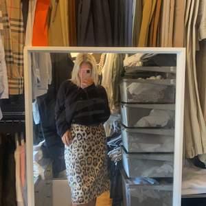 Denna kjolen är sjukt snygg och prefekts längden!