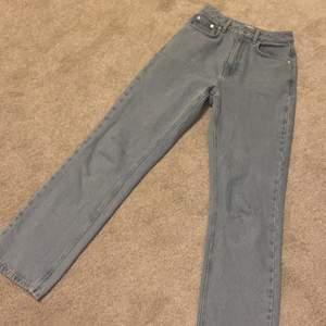 Jeans från NAKD. Skitfina blåa men passar inte mig längre, raka i benen (stuprörsmodell)