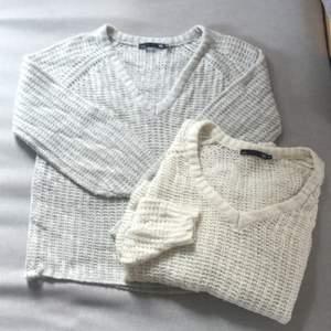 2 st glesatickade tröjor, en grå och en vit! Super fina bas tröjor! 50kr styck eller 80kr för två exkluslusive frakt 💜