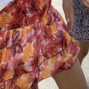 Säljer min fina kjol från Ginatricot, den är i jättefint skick och använd ca.3 ggr