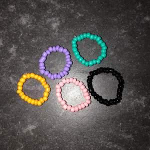 Här kommer ännu fler pärlade ringar!!! 15 kr styck exklusive frakt🧡🧡🧡🧡🧡🧡DMa gärna om ni har några frågor🧡