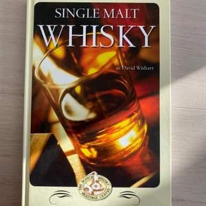 En bok om whiskyns production är till salu! Mer som en rolig bok att ha🤣🤣 Bra skick.  Köparen står för frakten 💘💘