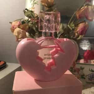 Säljer min 30ml thank u, next parfym då den inte kommit till någon användning! Kan sälja den för 125kr (priser kan diskuteras) man får oxå med sig kartongen </3
