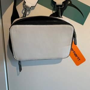 Shoulderbag från Zara, köptes i somras. Knappt använd sen dess