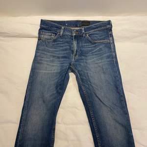 Ett par jeans från Tiger of Sweden som tyvärr blivit för små för mig. Bra begagnat skick.