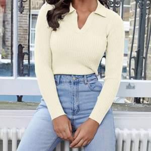 Säljer denna tröja nu från Shein, aldrig använd, storlek XS, 100kr + frakt💗