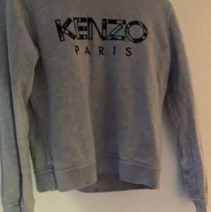 Säljer nu min kenzo tröja eftersom den har blivit för liten, den är äkta