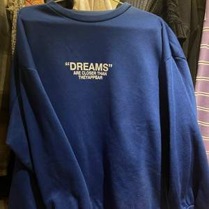 Mörkblå sweatshirt från Shein, 200kr inklusive frakt💓
