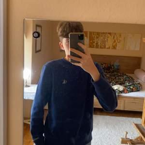 Säljer denna Calvin Klein tröjan, köpt för ca 300, inget fel med den och så. Hör gärna av dig vid frågor