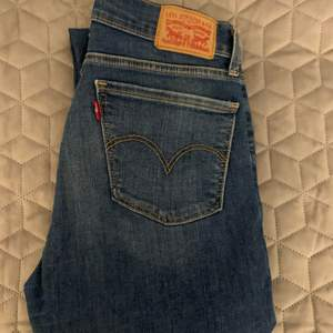 Levis jeans, lite slitna (se andra bilen)