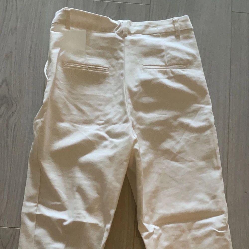 Fina kostymbyxor från bikbok, kommer ej till användning och har kommit till användning två gånger varav en test, köparen står för frakten . Jeans & Byxor.