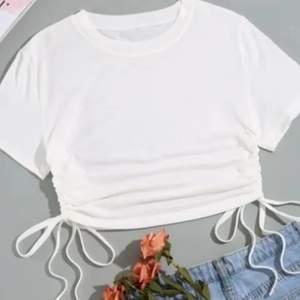 En fin tröja från shein i storlek xs men passar en s också. För bättre bilder kontakta <3