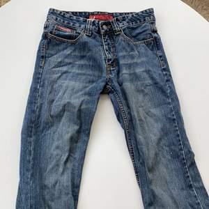 Jättesnygga jeans från Diesel i storlek 29! Utgångspris: 100kr