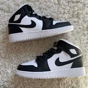 Selling my jordan 1 customised black n white