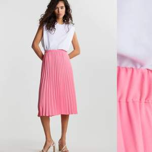 SÖKER! Denna kjol i storlek XS från Gina tricot 💕 hör av dig om du har en eller om du vet nån som säljer den!