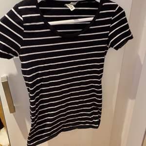 Randig t shirt från hm, använ några få gånger.