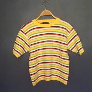 Fin randig tröja