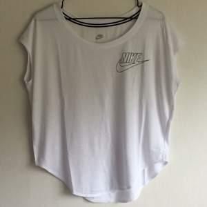 Tränings T-shirt från Nike i strl S Använd en gång