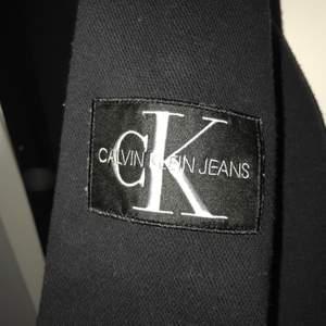 Säljer åt min kille. Helt ny Calvin Klein tröja. Säljes pga köpte för stor storlek. Köptes för cirka 1 vecka sedan. Nypris: 800kr och säljes för 450kr inkl 50kr frakt😊