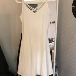 Jättegullig klänning från Gina storlek S, jätteskön, stretchig, sällan använd