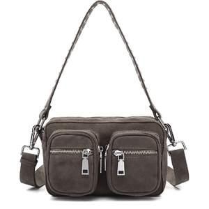 Säljer denna Noella väska i jättebra skick, Inge defekter, inköpt i vintras för ca 700kr