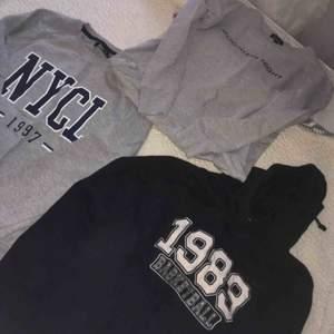 Dessa hoodies och sweatshirt är endast använda 1-3 gånger. I jättefint skick!  Svart Hoodie - L  Moonligt Sweater - XS  Nycl Sweater - S  Tröjorna passar mig som har small. • Köparen står för frakt! Säljes som klädpaket eller vid bud.