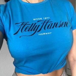 Helly Hansen T-shirt, storlek L men mer som medium 100 + frakt Har också i lila