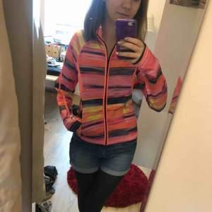 Rosa randig Idrotts tröja. Storlek s