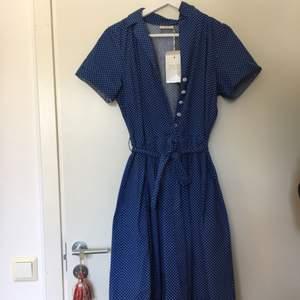 Oanvänd klänning från Jumper Fabriken