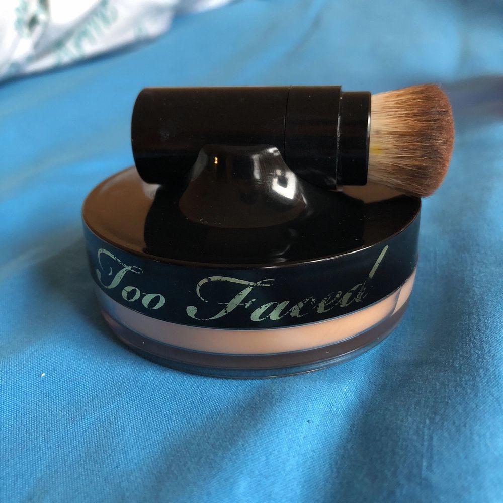 Bb crème från too faced. Testad, säljer pga att den inte passar min hudfärg. Kommer även borste på köpet. Kund står för frakt. Övrigt.