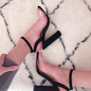 Skor från Public Desire, använd en gång bara. Väldigt sköna och bekväma stabila skor.