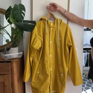Jättefin regnjacka från tretorn, nypris ca 800kr men säljer den nu mkt billigare pga fläckar