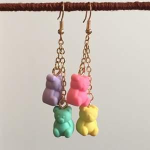 💕supergulliga örhängen med gummibjörnar som jag gjort själv💕  11kr frakt