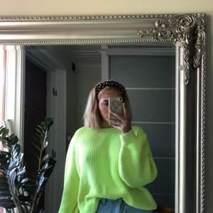 En jättefin stickad tröja från MQ som jag tyvärr måste sälja då den inte kommit till användning. Nypris: 500 kr och säljer nu för 225 kr. Kan mötas i Stockholm, annars står köparen för frakten.