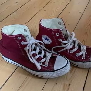 Röda converse skor höga!💕 trendigt